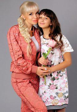 Елена Брязгунова и дочь Анастасия в проекте FCODE