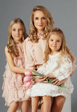 Мама Елена Кожухарь и дочери Паола и Валерия в проекте FCODE Мамины Дочки
